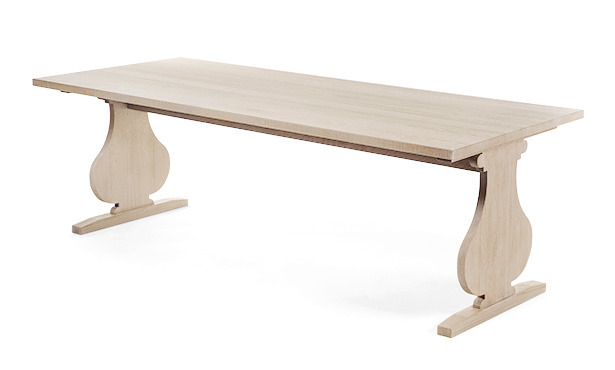 GB301 - Table in oak