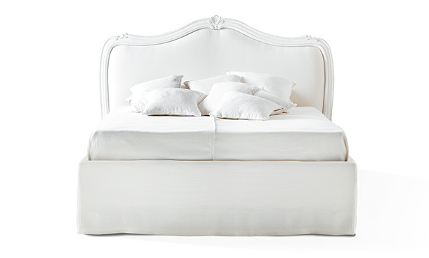 FA800 - Bed with carved headboard and upholstered