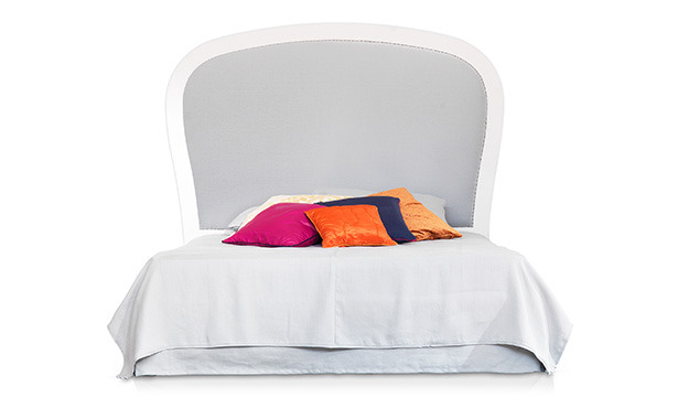 GB822 - Bed with solid wood headboard upholstered