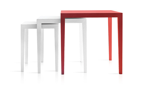 L516 - Set of 3 small tables