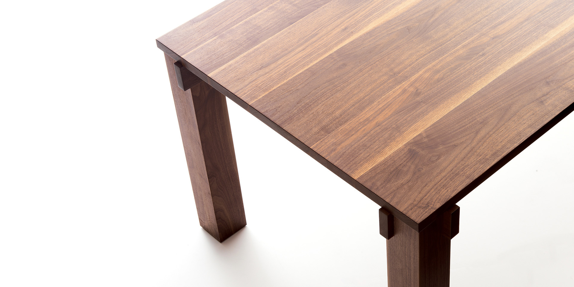 Ora Blu extendable table - oiled walnut