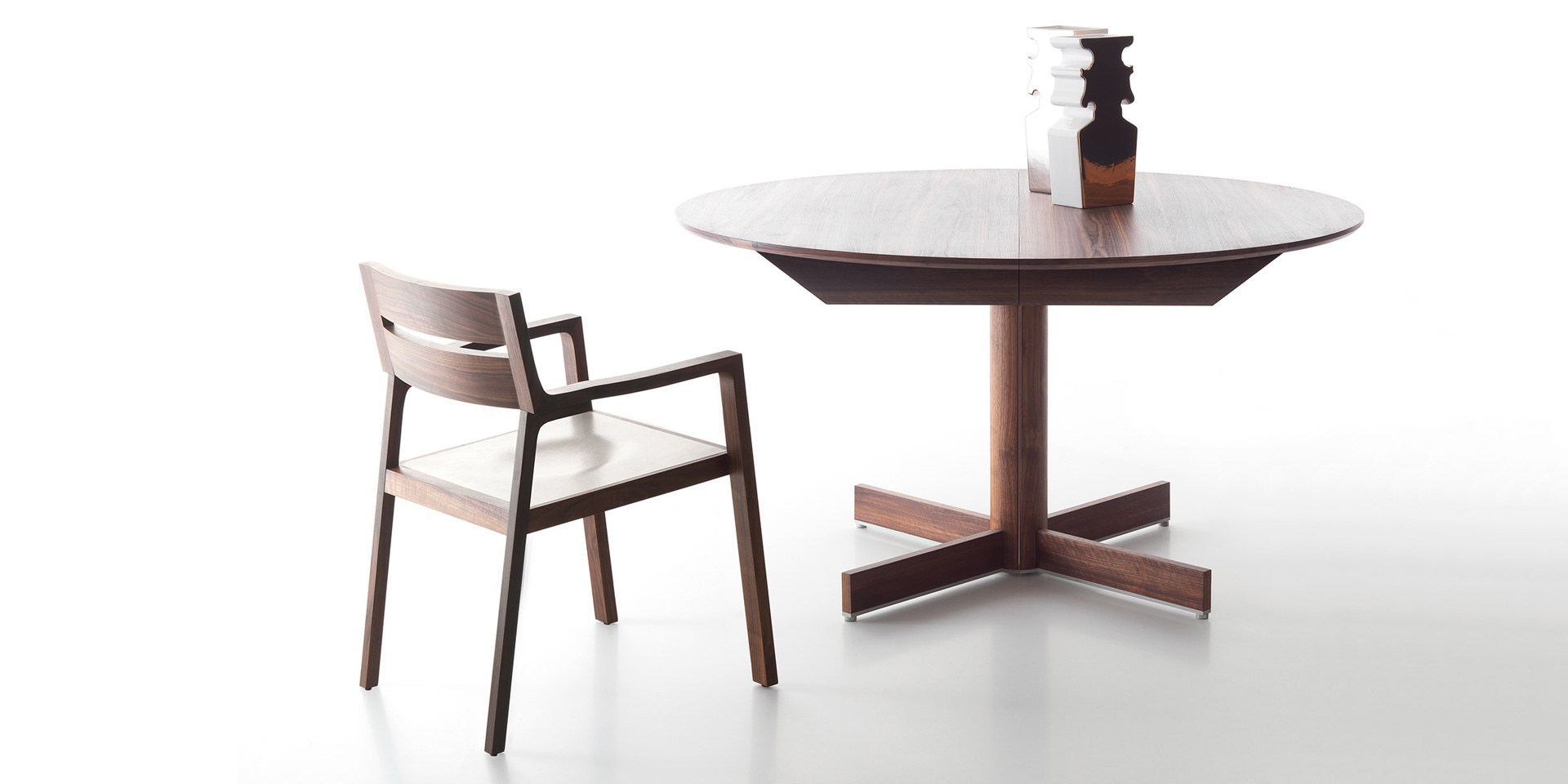 Diade - extendable round table
